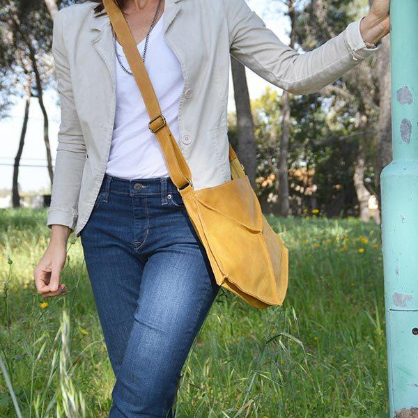תיק עור צהוב מעוצב לנשים