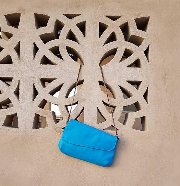 תיק צד עשוי עור צבע כחול