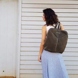 תיק גב גדול לנסיעות וטיולים