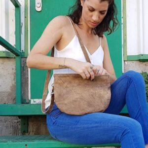 תיק צד מעור מנימליסטי לנשים